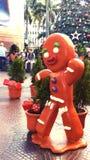 Decorações do Natal em uma alameda comercial imagens de stock royalty free