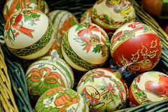 Decorações do Natal em uma cesta no mercado em Viena, Austr Fotos de Stock Royalty Free