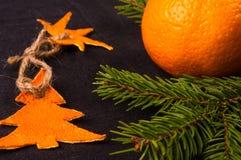 Decorações do Natal feitos à mão da casca da tangerina fotografia de stock royalty free