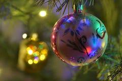Decorações do Natal na árvore de Natal Fotos de Stock Royalty Free