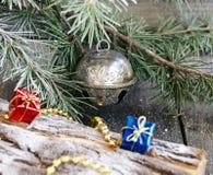 Decorações do Natal na árvore de Natal imagens de stock royalty free