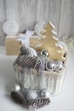 Decorações do Natal na cesta Fotografia de Stock