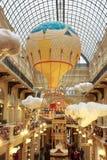 Decorações do Natal na GOMA - shopping em MOSCOU Foto de Stock
