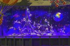 Decorações do Natal na janela da loja de um Printemps parisiense Fotos de Stock Royalty Free