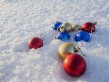 Decorações do Natal na neve Fotografia de Stock Royalty Free