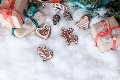 Decorações do Natal na neve branca Fotografia de Stock Royalty Free