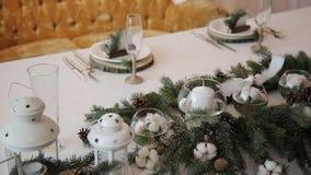 Decorações do Natal na tabela do casamento rústica video estoque