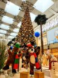 Decorações do Natal no centro de cidade de Mirdiff fotografia de stock