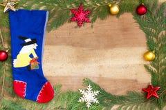 Decorações do Natal no fundo de madeira Foto de Stock Royalty Free