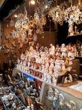 Decorações do Natal no mercado Fotografia de Stock Royalty Free