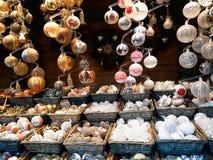 Decorações do Natal no mercado Fotos de Stock