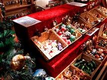 Decorações do Natal no mercado Imagem de Stock