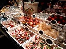 Decorações do Natal no mercado Imagens de Stock Royalty Free