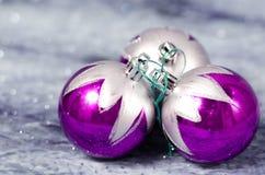 Decorações do Natal roxas e de prata Fotos de Stock Royalty Free