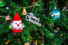 Decorações do Natal, Santa Claus na árvore de Natal Foto de Stock