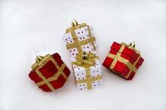 Decorações do vermelho e do White Christmas foto de stock