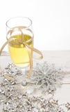 Decorações do vidro do champanhe da véspera de ano novo Imagens de Stock