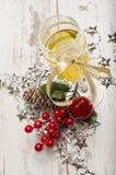 Decorações do vidro do champanhe da véspera de ano novo Foto de Stock Royalty Free