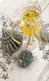 Decorações do vidro do champanhe da véspera de ano novo Imagens de Stock Royalty Free