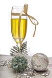 Decorações do vidro do champanhe da véspera de ano novo Fotos de Stock Royalty Free