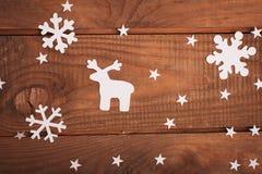 Decorações dos cartões do Feliz Natal no estilo de papel do corte Fotografia de Stock Royalty Free