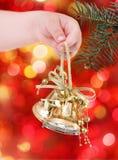 Decorações douradas da árvore de Natal Fotografia de Stock Royalty Free