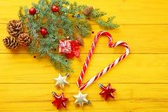 Decorações e doces do Natal fotos de stock