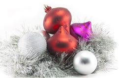 Decorações e ouropel do Natal imagens de stock royalty free