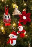 Decorações feitas malha da árvore de Natal Fotos de Stock
