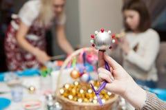 Decorações feitos à mão do Natal dos grânulos Fotos de Stock