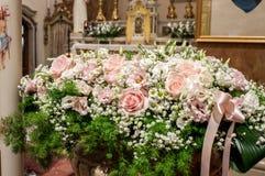 Decorações florais na cerimônia de casamento Imagens de Stock Royalty Free