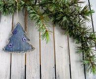 Decorações na árvore de Natal imagem de stock royalty free