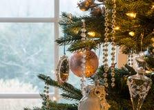Decorações no detalhe da árvore de Natal Foto de Stock