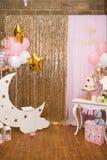 Decorações para uma festa de anos de Girl's do bebê de um ano Conceito da festa de anos do ` s das crianças Fotos de Stock