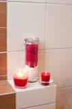 Decorações vermelhas do banheiro Imagens de Stock Royalty Free