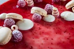 Decorações vermelhas do bolo Fotografia de Stock Royalty Free