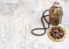 Decoración árabe del Ramadán del rosario de las fechas de la linterna foto de archivo libre de regalías