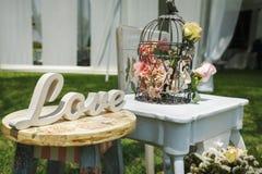 Decoración agradable hecha a mano de madera de la boda Imagen de archivo libre de regalías