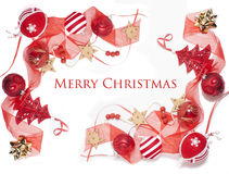 Decoración aislada, fondo blanco para los saludos de la postal, diseño de la Navidad del juguete en árbol Imagen de archivo
