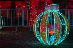 Decoración al aire libre de la Feliz Navidad fotografía de archivo libre de regalías