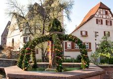 Decoración al aire libre del alemán de la primavera de la fuente de Pascua fotografía de archivo libre de regalías