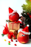 Decoración alegre de la Navidad con las manzanas Fotos de archivo libres de regalías