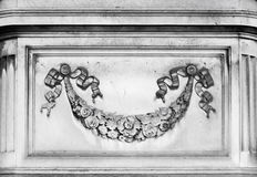 Decoración arquitectónica con los elementos florales Fotografía de archivo