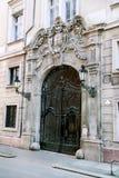 Decoración arquitectónica de la fachada de la casa vieja Imagen de archivo libre de regalías
