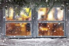 Decoración atmosférica del travesaño de la ventana de la Navidad Foto de archivo libre de regalías