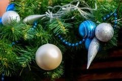 Decoración azul y de plata del Año Nuevo de la bola Imágenes de archivo libres de regalías
