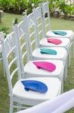 Decoración blanca de la silla en la celebración de la boda Fotos de archivo libres de regalías