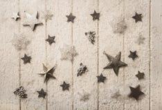 Decoración blanca nostálgica de la plata y de la Navidad de la sepia con las estrellas Fotos de archivo libres de regalías