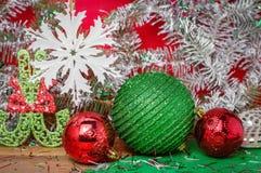 Decoración brillante brillante hermosa para los árboles de navidad, la Navidad Fotografía de archivo libre de regalías