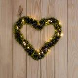 Decoración brillante de la guirnalda en la forma del corazón Fotos de archivo libres de regalías